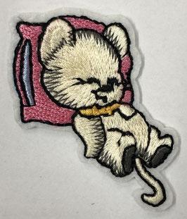 Slapend muisje op een roze kussen applicatie
