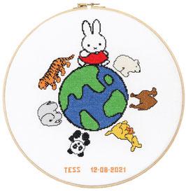Geboorte borduurpakket van Nijntje op de wereldbol