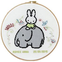Geboorte borduurpakket van Nijntje op een olifant