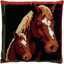 Paard met veulen kruissteek borduurkussen