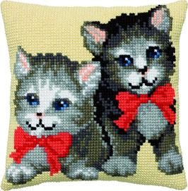 2 Kittens met strikjes kruissteek borduurkussen