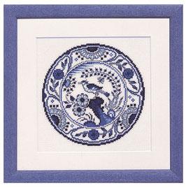 Borduurpakket van een delfts blauw bord.