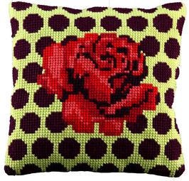 Kruissteek borduurkussen met stippen en een roos