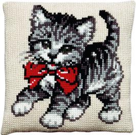 Kitten met rode strik kruissteek borduurkussen