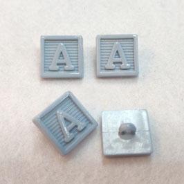 Vierkante knoop met de letter A 4X lichtblauw