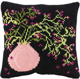 Kruissteek borduurkussen met een roze vaas