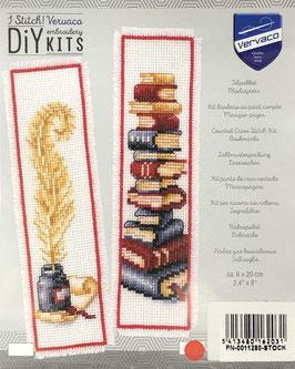 Bladwijzer borduurpakket van een stapel boeken