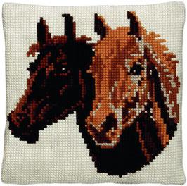 Paardenhoofden kruissteek borduurkussen