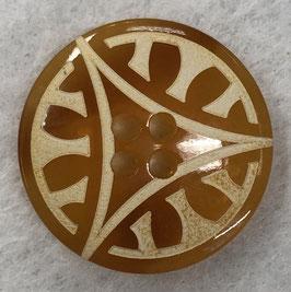 Transparant amberkleur knoop met een driehoek en vlakjes.