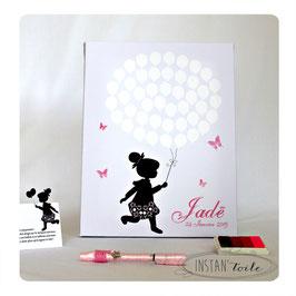Tableau à empreintes : papillons et silhouette fillette avec ballons