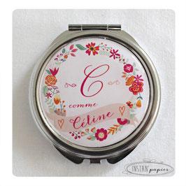 Miroir monograme et prénom sur couronne de fleurs rose fuchsia et orange