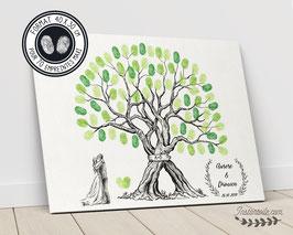 Arbre à empreintes : 2 troncs entrelacés avec initiales sur pancarte en bois, couple de mariés au pied de l'arbre et couronne florale - style dessiné au crayon