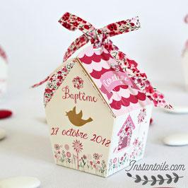 """Boite forme nichoir - thème """"oiseaux et liberty Phoebe rose rouge"""""""