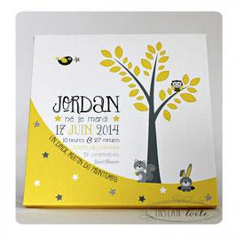 Tableau naissance personnalisé 30 x 30 cm : Arbre, étoiles et animaux - nuances de gris et 1 couleur au choix