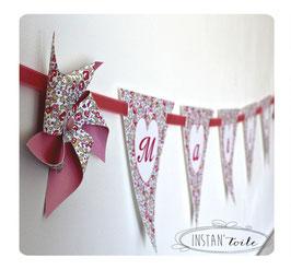 Guirlande personnalisée avec fanions en liberty Eloise rose et moulins à vent : lettre sur coeur blanc
