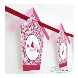 Guirlande personnalisée oiseaux et nichoirs en liberty Phoebe rose rouge