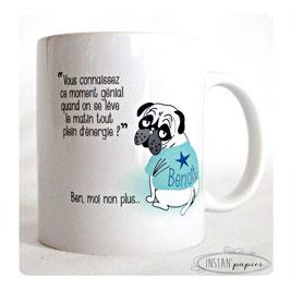 """MUG prénom à personnaliser sur tee shirt du chien """"l'indispensable café pour les matins difficiles... sans énergie"""""""