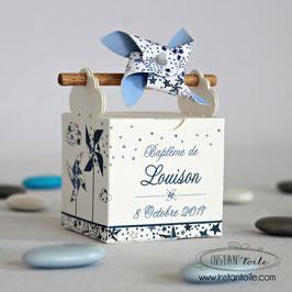 """Boite à dragées baguette en bois """"moulins à vent et nuages en liberty bleu étoiles"""""""