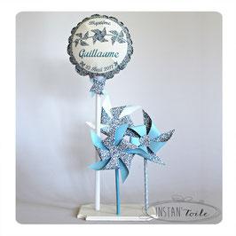 ballon personnalisé et 3 moulins à vent qui tournent en liberty Eloise bleu lavande pour décoration