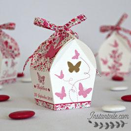 """Boite forme nichoir - thème """"papillons et liberty Phoebe rose rouge"""""""