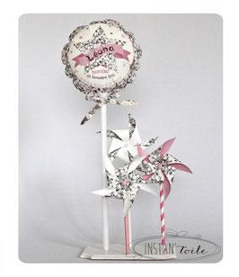 ballon personnalisé et 3 moulins à vent en liberty Mitsi gris pour décoration