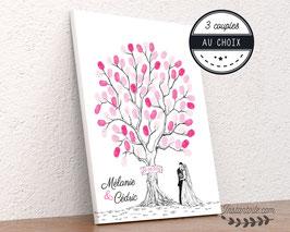 Arbre à empreintes style crayonné main pancarte en bois et mariés au pied de l'arbre - couple des mariés au choix