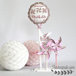 ballon personnalisé et 3 moulins à vent qui tournent en liberty Eloise rose pour décoration