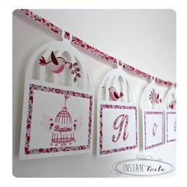 Guirlande prénom sur cage avec ruban liberty Phoebe rose rouge pour décoration personnalisée de fête