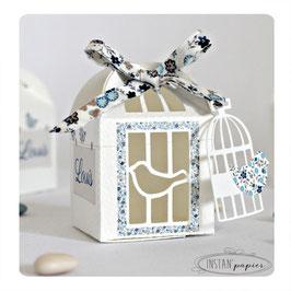"""Boite forme cage : """"cage et oiseaux avec ruban liberty bleu"""""""