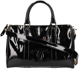 CHANEL Handtasche aus Lackleder mit Schulterriemen in Schwarz