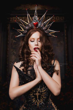 'Virgin Mary' headdress