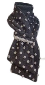 Winterschal schwarz Punkte Aneta