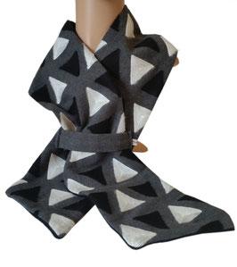 Walkschal Dreiecke schwarz-weiß-grau Dörte