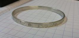 """Bracelet esclave ou jonc plat gravé """"coeurs"""" en argent 950 massif !. 100 % artisanal"""