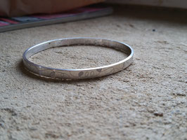 """Bracelet esclave ou jonc plat gravé """"abstrait"""" en argent 950 massif !. 100 % artisanal"""