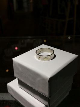 Bague anneau mixte et petits monticules en or fondu . Bague en argent massif. Artisanale et unique