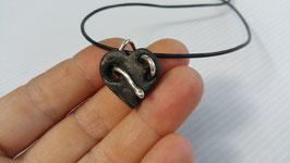 collier cœur gothique noir en Ébène et serpents en argent 950, le destroy