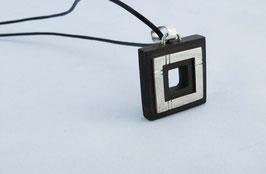 Collier double carré , en ebene royal (bois) et argent massif ciselé