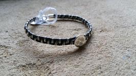 Bracelet en cuir tressé de fils d'argent et sujet central rond en argent frappé
