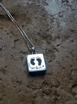 Pendentif / plaque bijoux pour bébé disparu, MFIU, IMG , modèle Violette