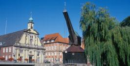 Am Stintmarkt Lüneburg: Altes Kaufhaus und Alter Kran