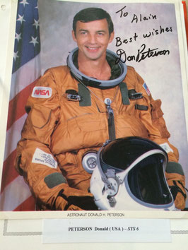LOT #10 USA SPACE NASA collection +150 autographes astronautes astronaut signed.