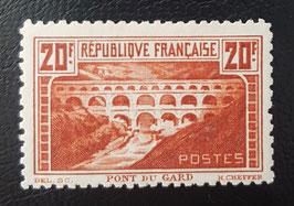 LOT #10 FRANCE timbre 262B chaudron clair dentelé 11 * signé certificat