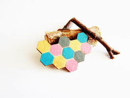 "Waben-Brosche aus Holz ""Golden Honeycomb"""