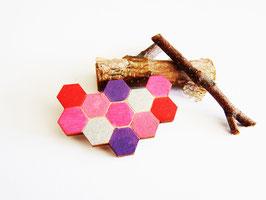 """Waben-Brosche aus Holz """"Pink Honeycomb"""""""