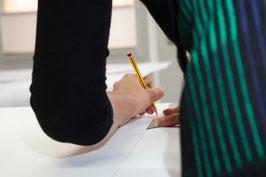 Figurbetonter Oberkörpergrundschnitt u. Kugelärmel für Webstoffe (Mo-Fr)