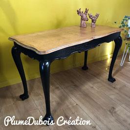 Belle table de salon revisitée par PlumeDubois, pièce unique