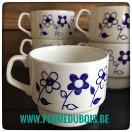 Vintage, 8 tasses blanches fleurs bleues