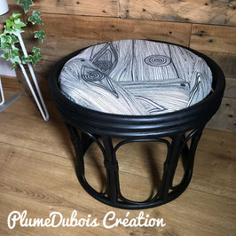 Création PlumeDubois, petit tabouret en osier noir et blanc