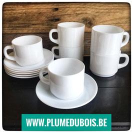 Vintage. Arcopal. Lot de 6 tasses et sous tasses blanches.